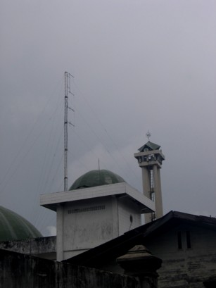 FM transmitting antenna at mosque in Tarakan